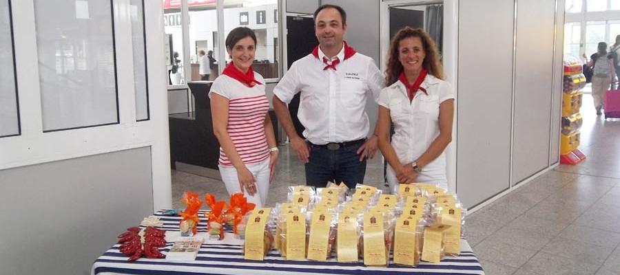 Des gâteaux basque pour les passagers Finnair à l'aéroport de Biarritz